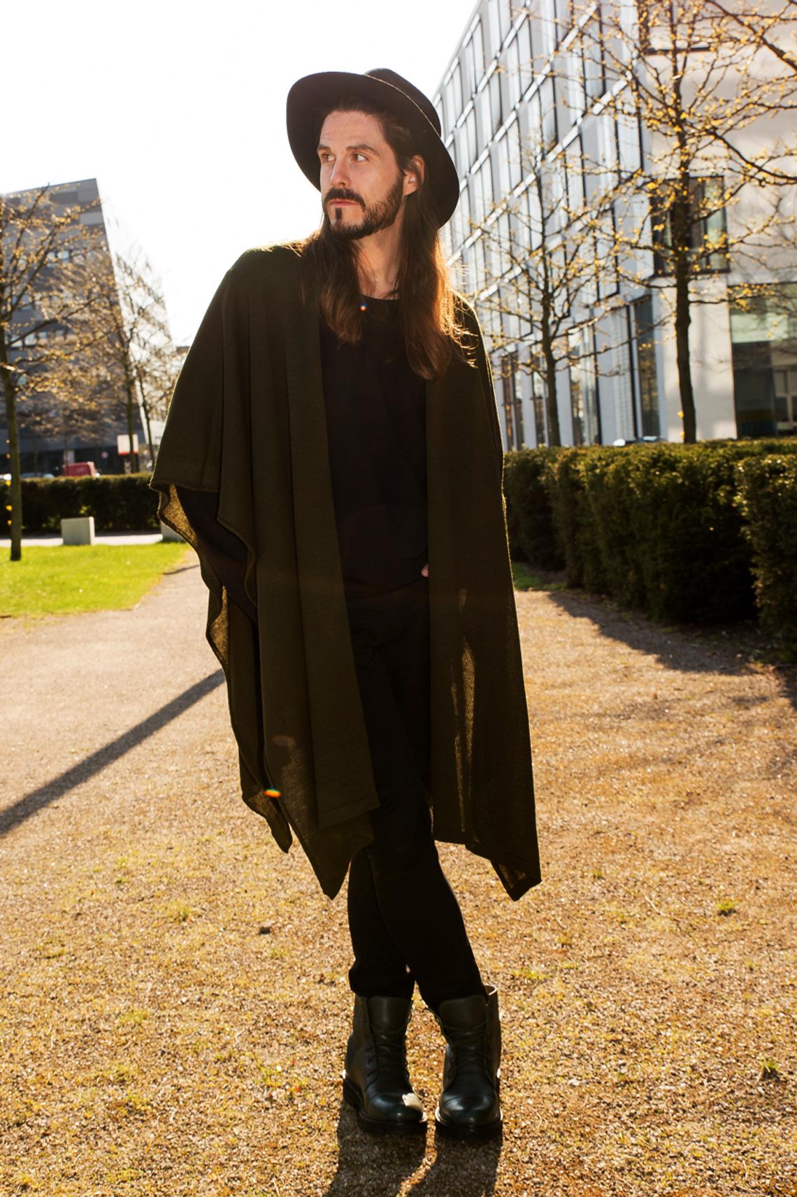 Kaisers-neue-Kleider_Boho-Style_Poncho_Streetstylelook_Boots_Hut_Modeblog