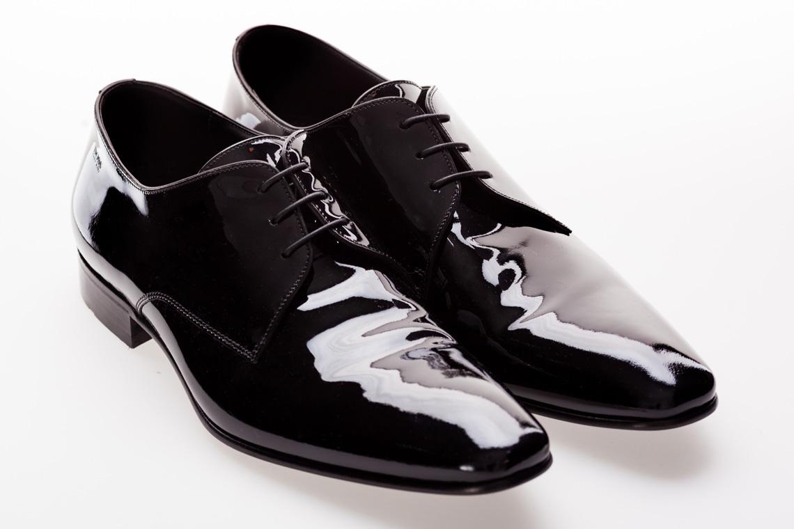 Kaisers-neue-Kleider_Fashionblog-Outfit_Weisser-Anzug_James_Bond_Lackschuhe_Hugo-Boss