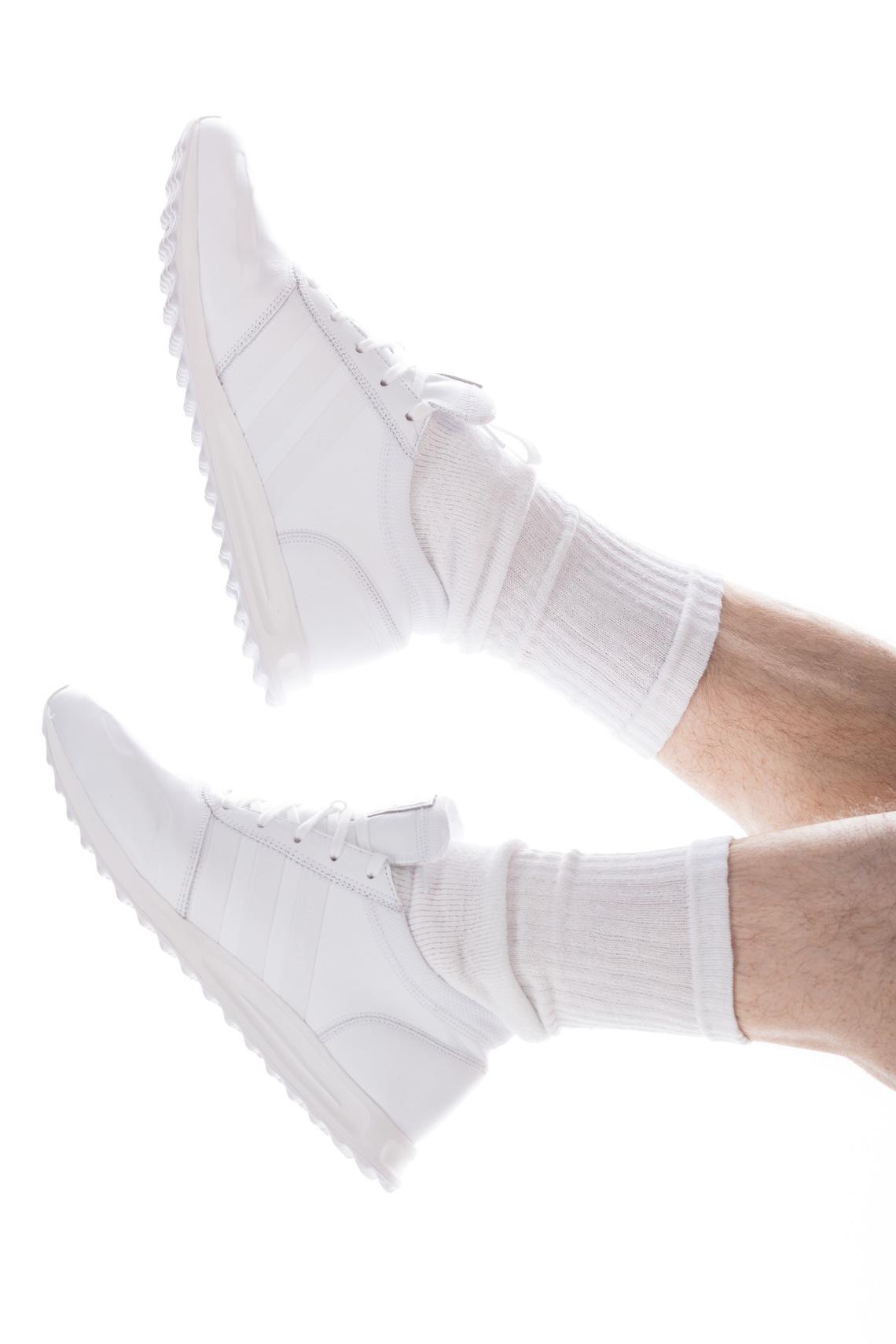 Kaisers-neue-Kleider_Sportlicher_Zweiteiler_black-white_adidas-Sneaker_Sommerlook_Streetstyle_Malefashionblog