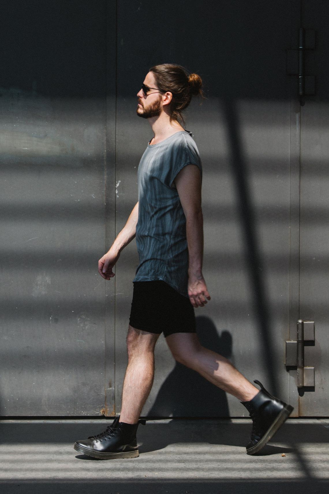 Kaisers-neue-kleider_Maennermodeblog_Male-Fashion-Style-Blog_Grunge-Outfit_Jeansshort_Docs_Fruehlingslook-Rockstar-Attitude_02