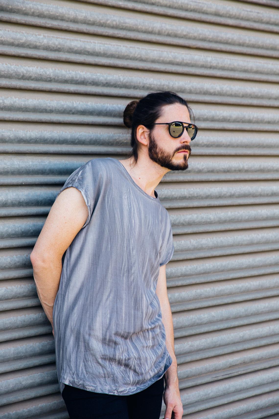 Kaisers-neue-kleider_Maennermodeblog_Male-Fashion-Style-Blog_Grunge-Outfit_Jeansshort_Docs_Fruehlingslook-Rockstar-Attitude