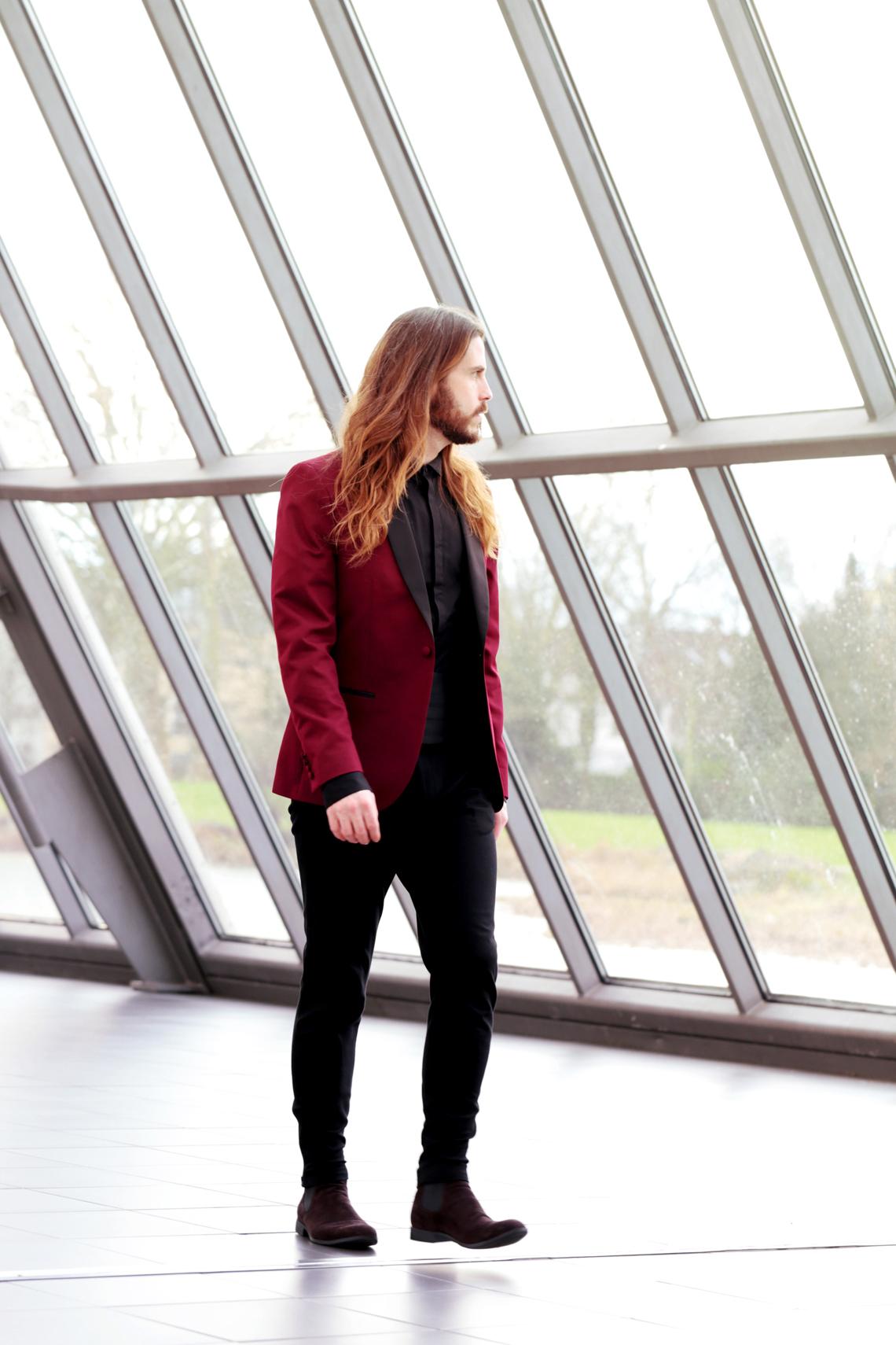 Kaisers-neue-Kleider-Männerblog-Mode-Fashionblog-Smokingjacke-Stoffhose-Kombination-Desert-Boots