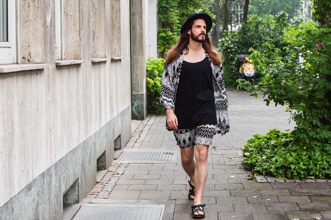 Kaisers-neue-Kleider-Malefashion-Blog-Sommertrend-Männermode-Kimono-Aztekenmuster-Sandalen