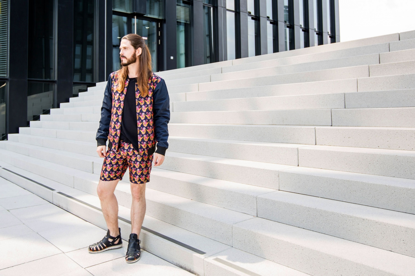 kaisers-neue-kleider-maennermode-blog-fashion-scotchsoda-flamingo-shorts-college-jacke-sandalen-summer