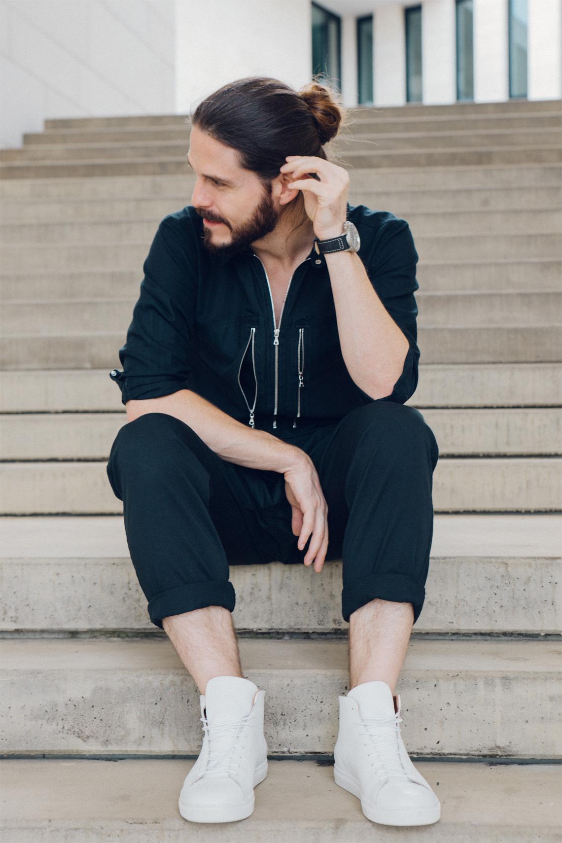 Kaisers-neue-Kleider-Malefashion-Blog-Sommer-Outfit-Black-Stoffhose-Sandro-AVI-8-Uhr-Weisse-Schuhe