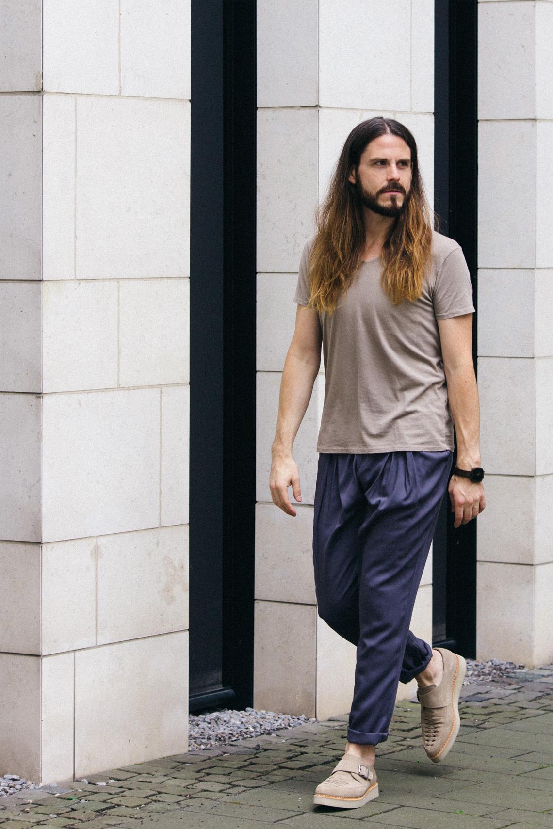 Kaisers-neue-Kleider-Modeblog-Malefashion-Outfit-sanfte-Farben-Grau-Beige-Kombination