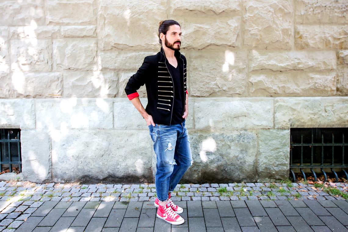 Malefashion-Blog-Kaisers-neue-Kleider-Blazer-Jeans-Chucks-Streetstyle-Manbun-Malemodel-Männermode
