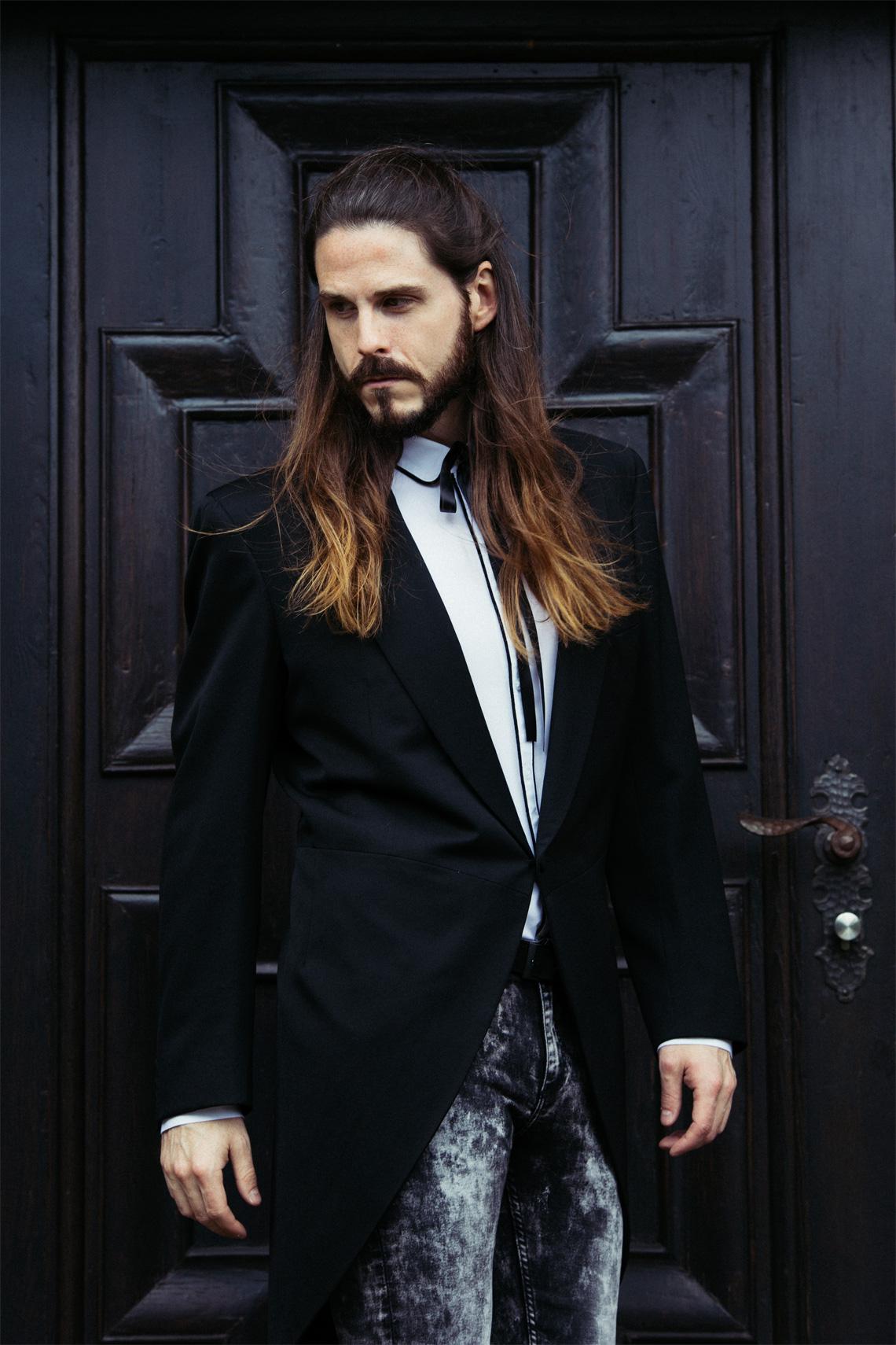 Kaisers-neue-Kleider-Männermode-Blog-Luxus-Frack-Yves-Saint-Laurent-Skinny-Jeans-kombiniert-Outfit