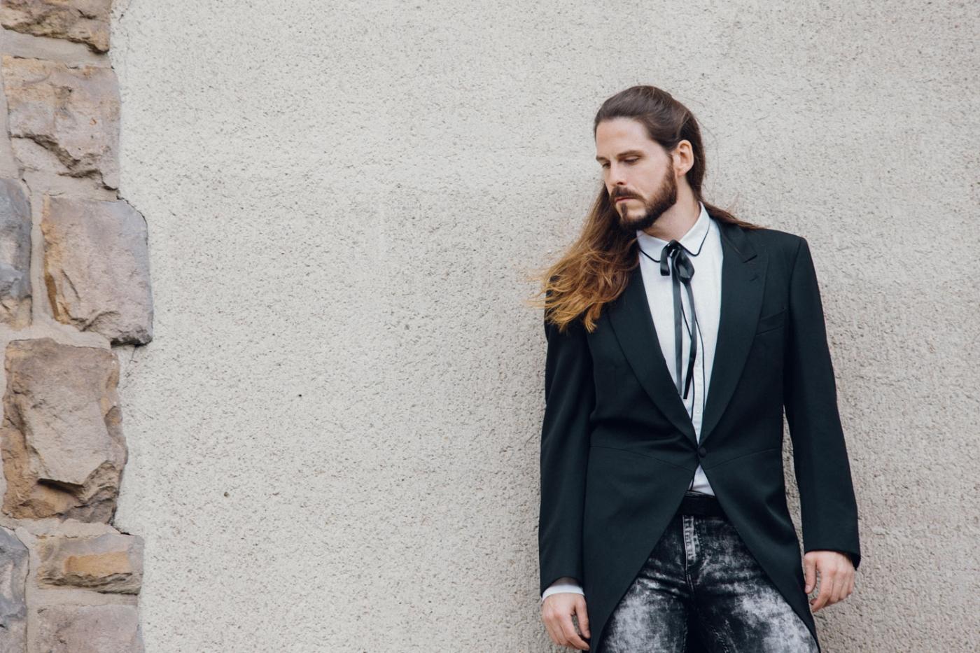 kaisers-neue-kleider-maennermode-blog-luxus-frack-yves-saint-laurent-skinny-jeans-kombiniert-outfit