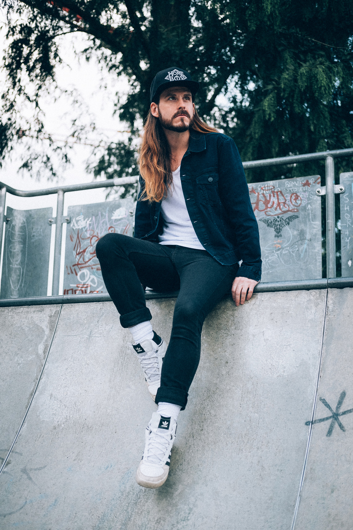 Kaisers-neue-Kleider-Männermodeblog-90ies-Jeans-Look-Homeboy-adidas-Denim-Skater