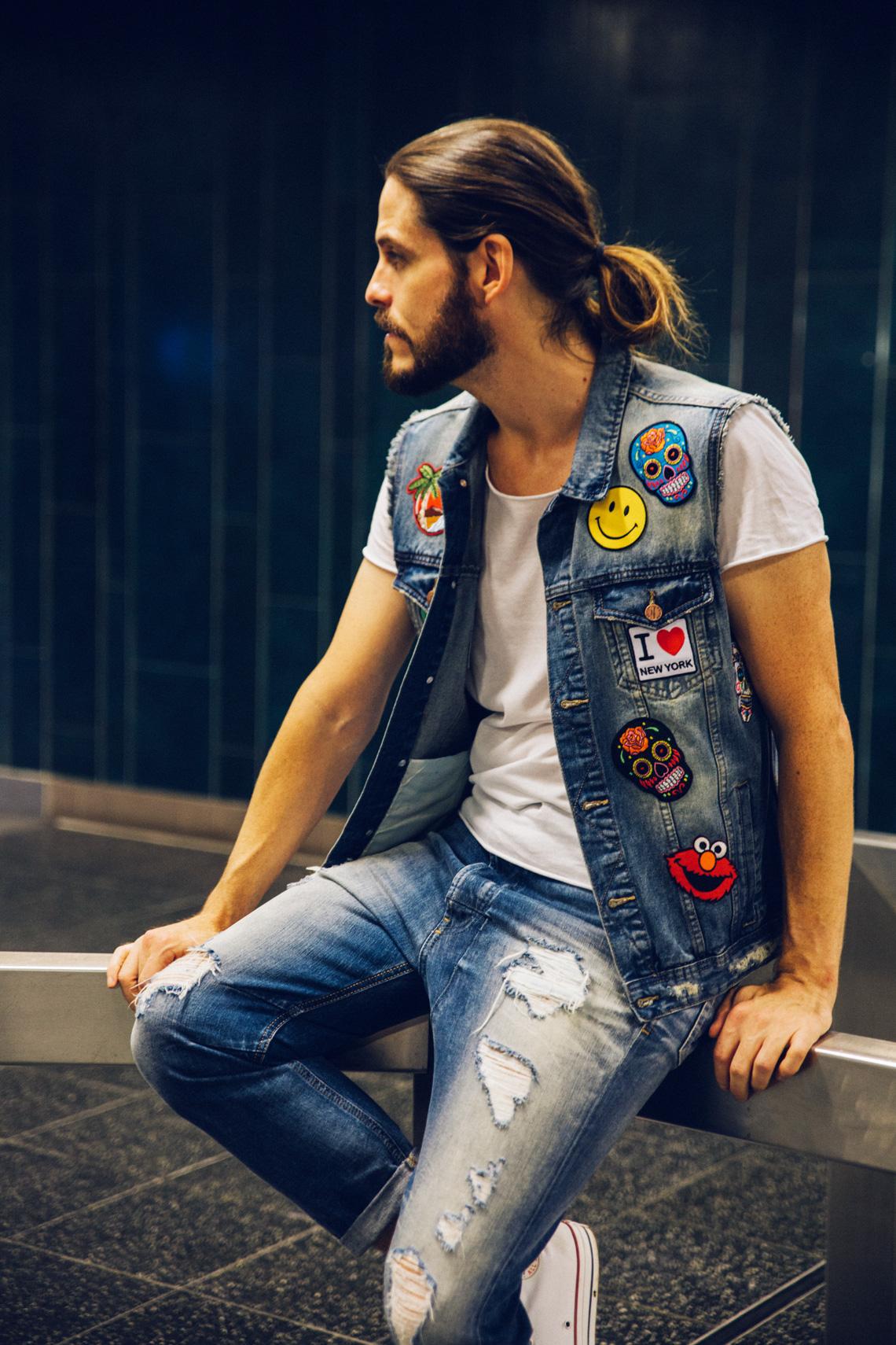 kaisers-neue-kleider-malefashion-blog-maennermode-streetstyle-fashion-trend-patches-denim-jeansweste-chucks