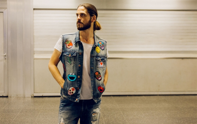 kaisers-neue-kleider-malefashion-blog-maennermode-streetstyle-fashion-trend-patches-denim-jeansweste-chucks