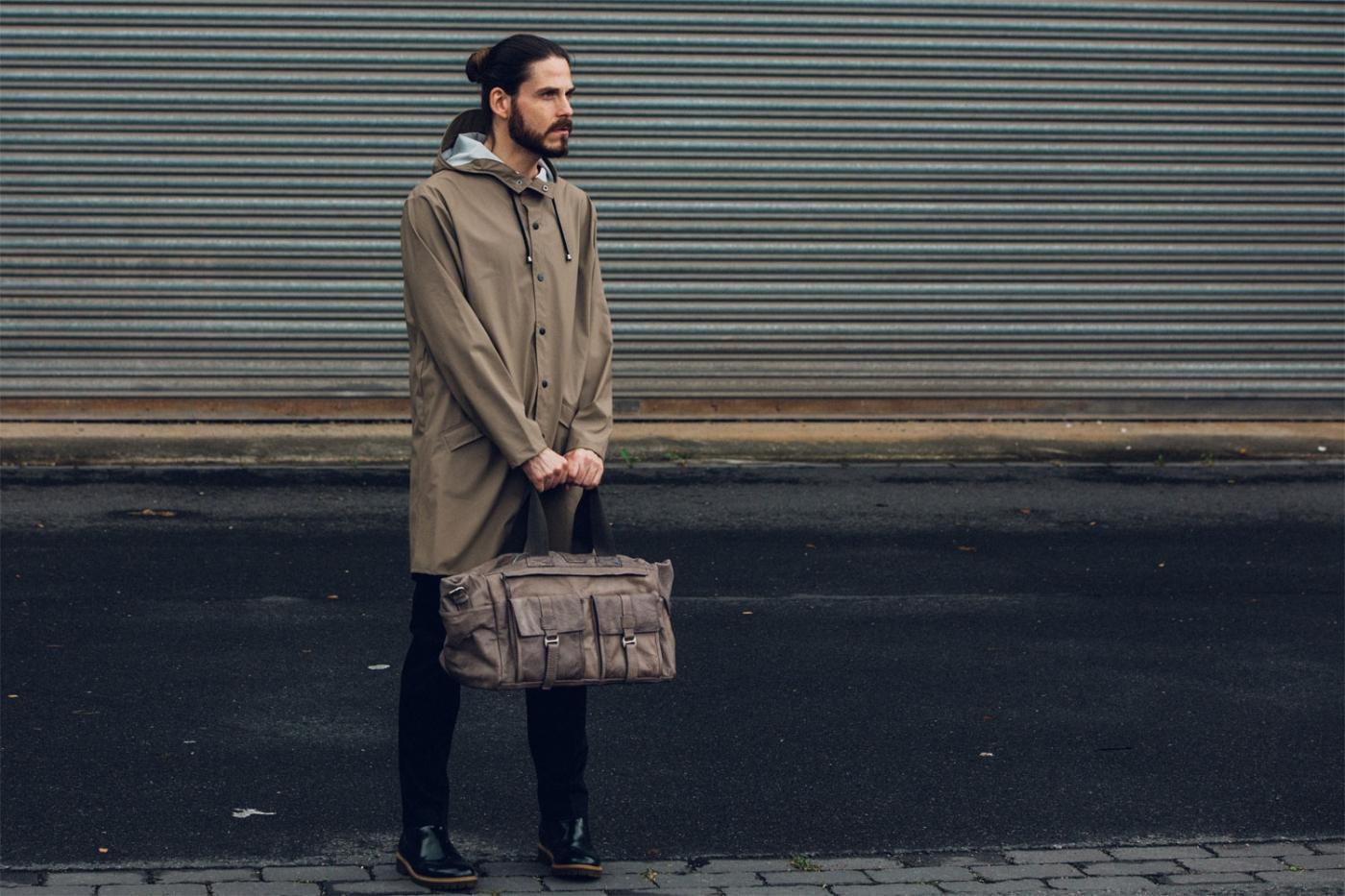modeblog-maenner-kaisers-neue-kleider-fashion-trend-herbst-rains-regenmantel-weekender-leder