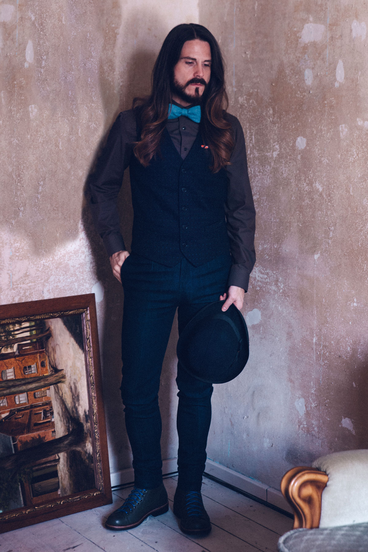 modeblog-maenner-preppy-style-fliege-weste-jeans-trend-outfit