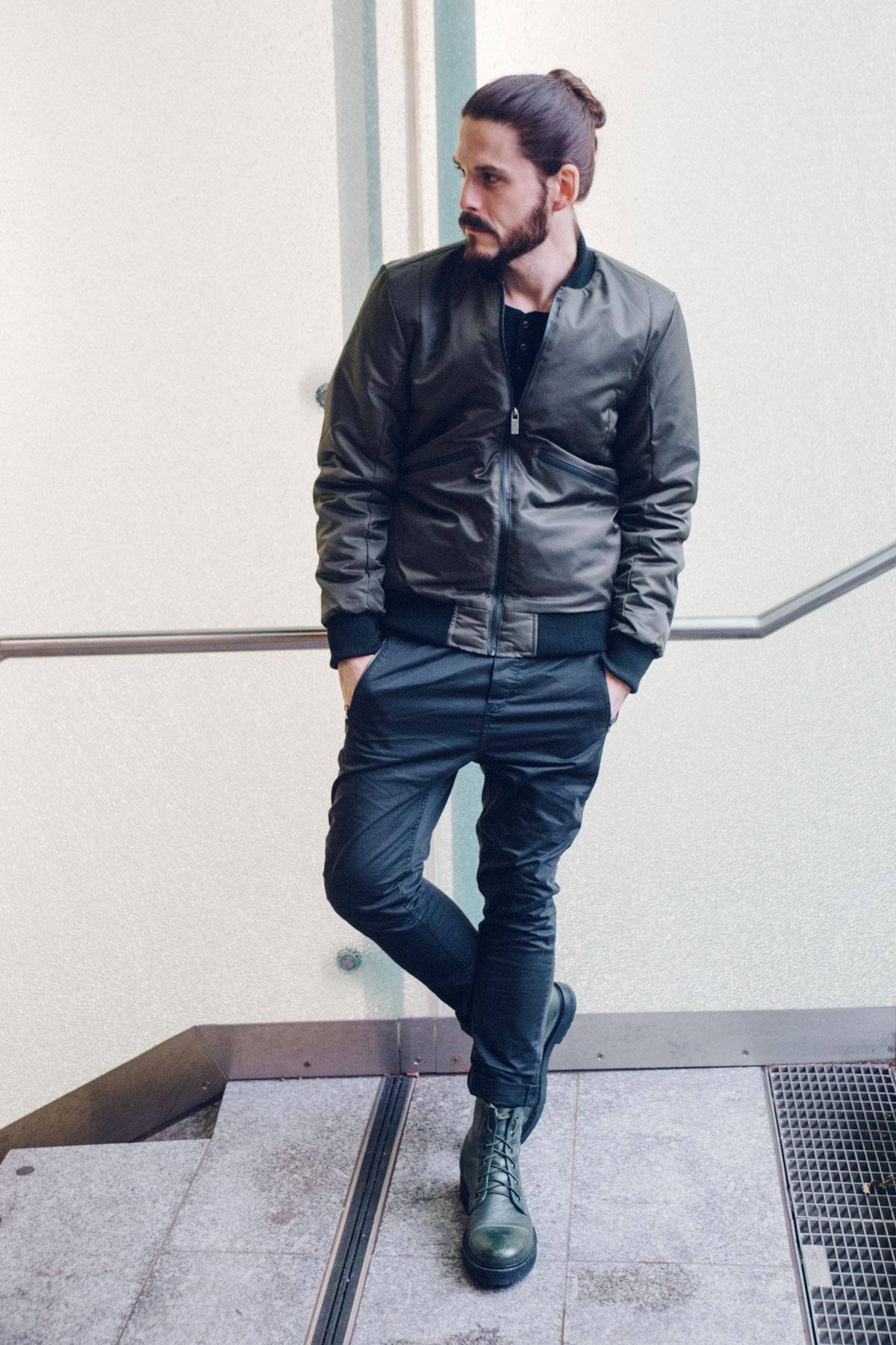 kaisers-neue-kleider-maennermodeblog-bomberjacke-boots-chino-skyrebel-winterlook-streetstyle