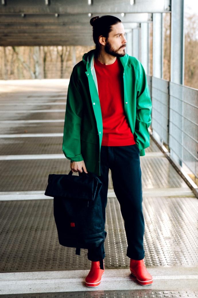 Fashiontrend-fuer-Maenner-Modeblog-Regenmantel-Gummistiefel-Rucksack-Cropped-Chino