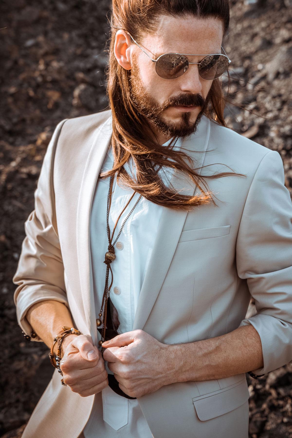 Anzug-Boho-Style-Sommer-Festival-Schmuck-Maennermode-Malefashion-Kaisers-neue-Kleider