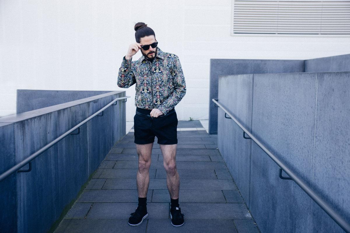 Fashion-Trend-Jaquard-Jacke-Guerteltasche-Sandalen-Shorts-Malefashion