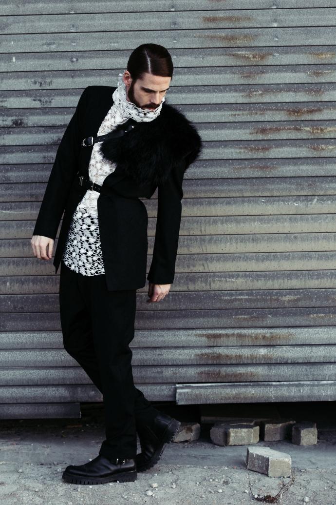 Maennermodeblog-Fetisch-Fashion-Spitze-Mode-Harness-Gay-Editorial