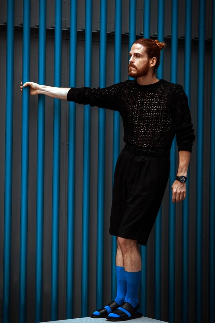 Shorts-Sandalen-Pullover-richtig-kombiniert-Sommeroutfit-Maennermode-Blog