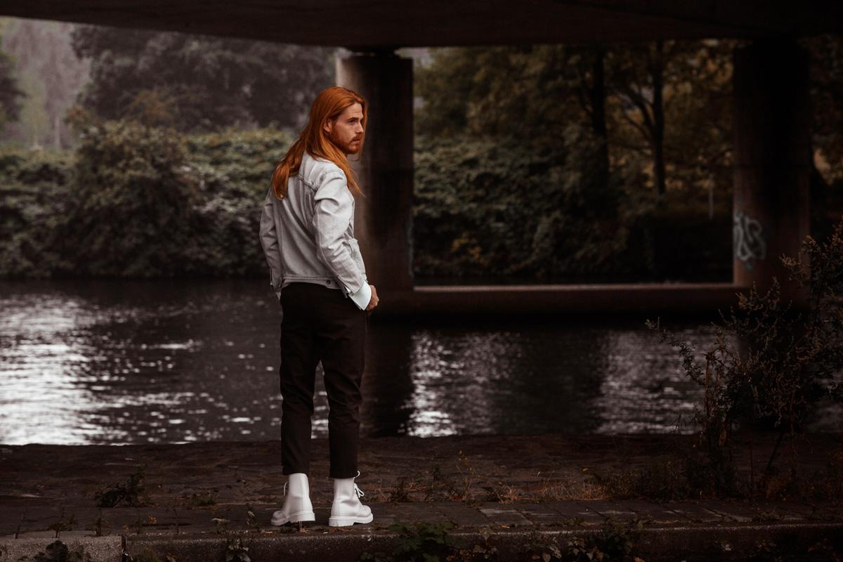 Jeansjacke-Levis-Dr-Martens-Lagerfeld-Hemd-Streetstyle-Influencer
