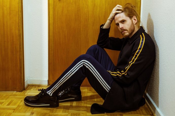 Berlin-Chic-Adidas-Originals-Trainingshose-Porsche-Design-Influencer-Malemodel-Style-Streetlook