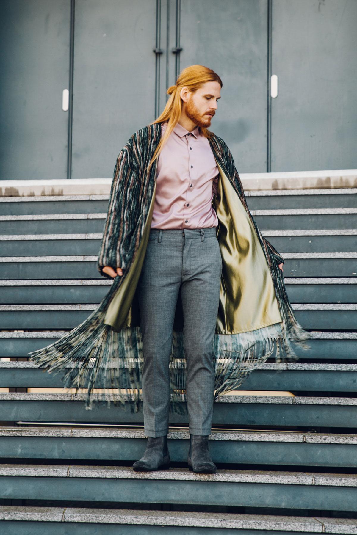 Stella-Lavinia-Mantel-unisex-Fruehlingslook-Malefashion-Style-Fransen