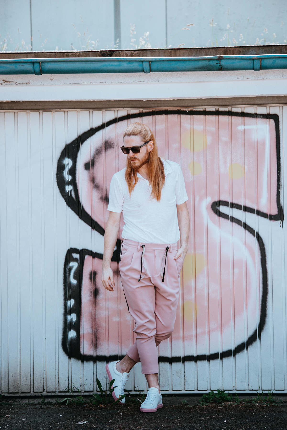 Sommerlook-Poloshirt-Snheaker-Maennermode-Fashion-Style-Influencer