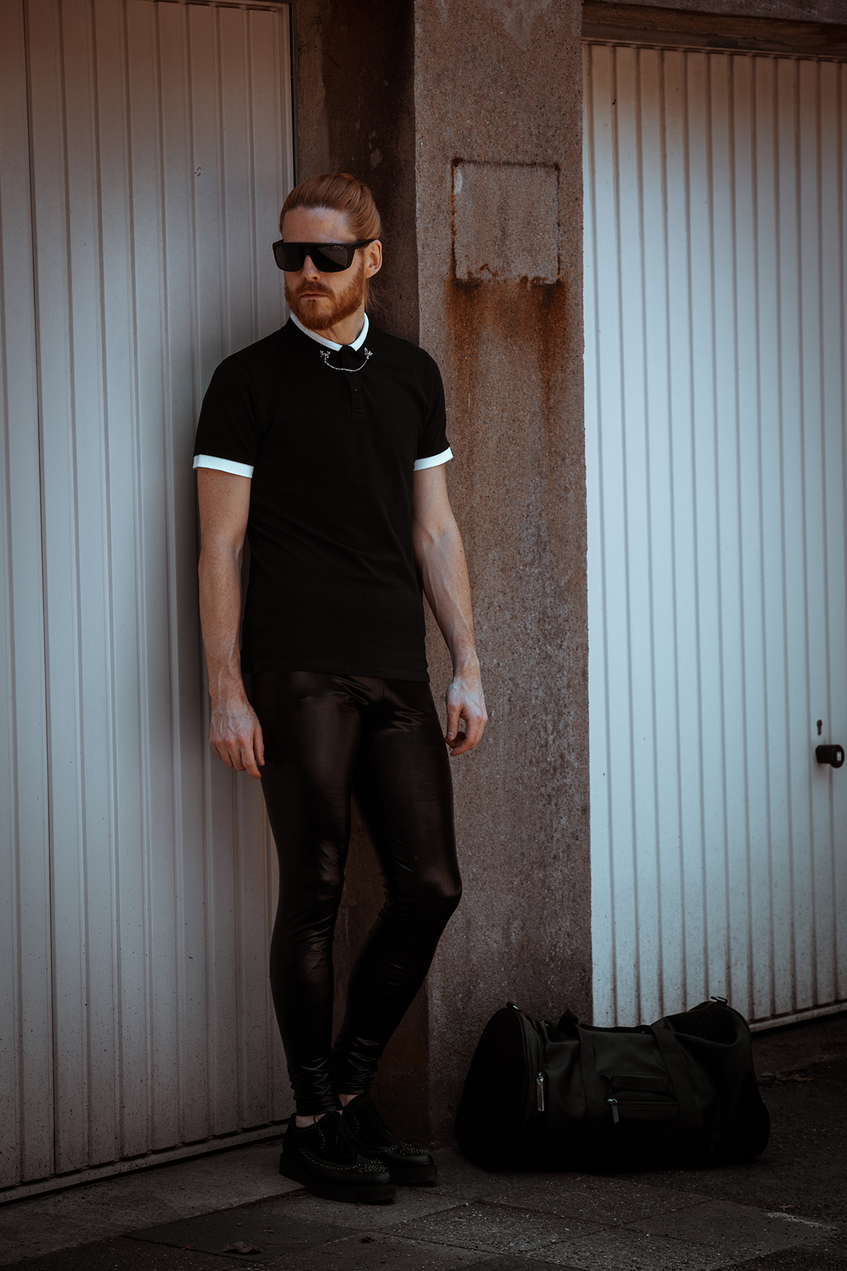 Meggings-Lack-Fetish-Gay-Malefashion-Sommerlook-Poloshirt