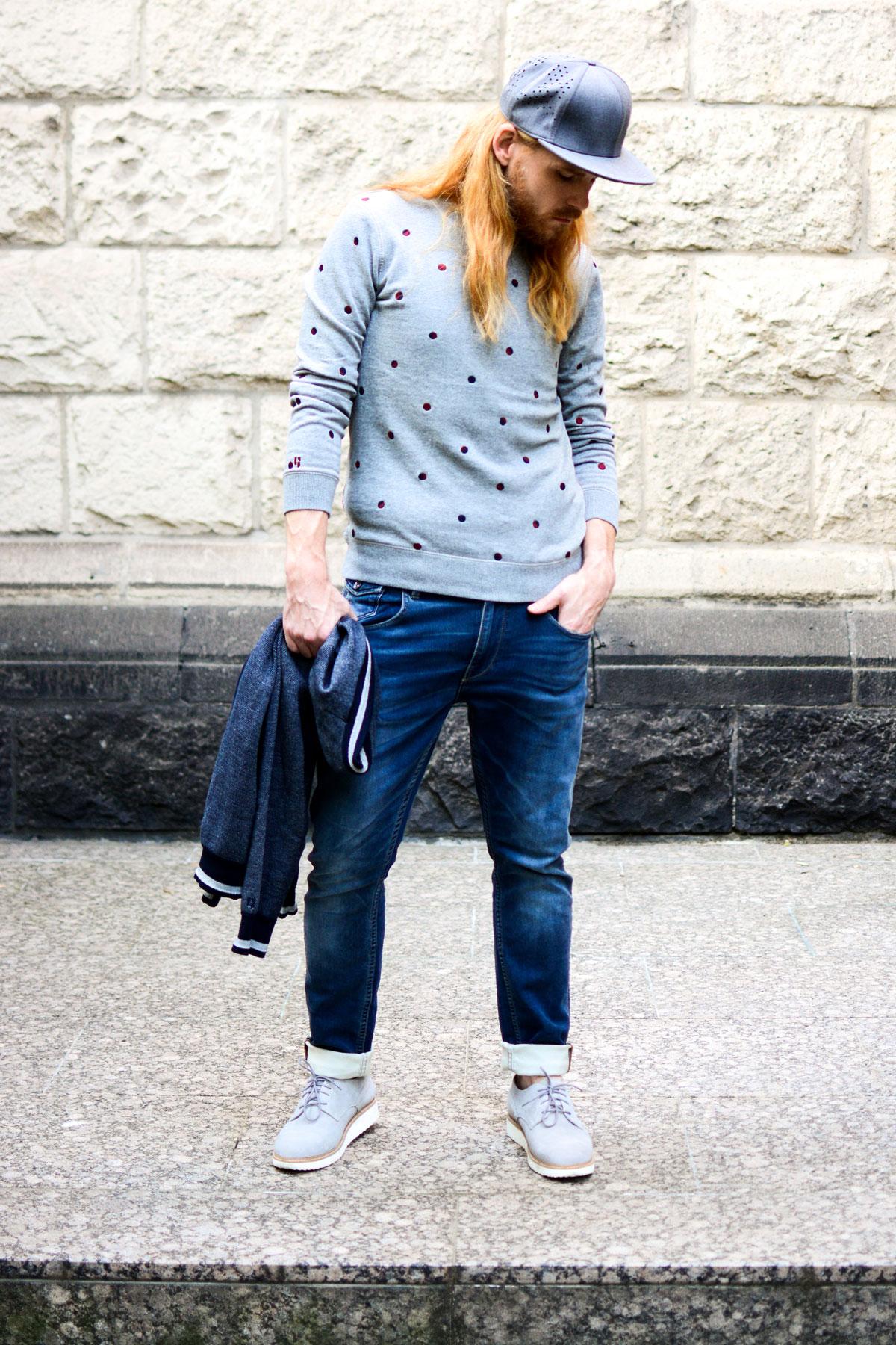 Garcia-Jeans-Everyday-Outfit-Sweatshirt-Cap-Herbstlook