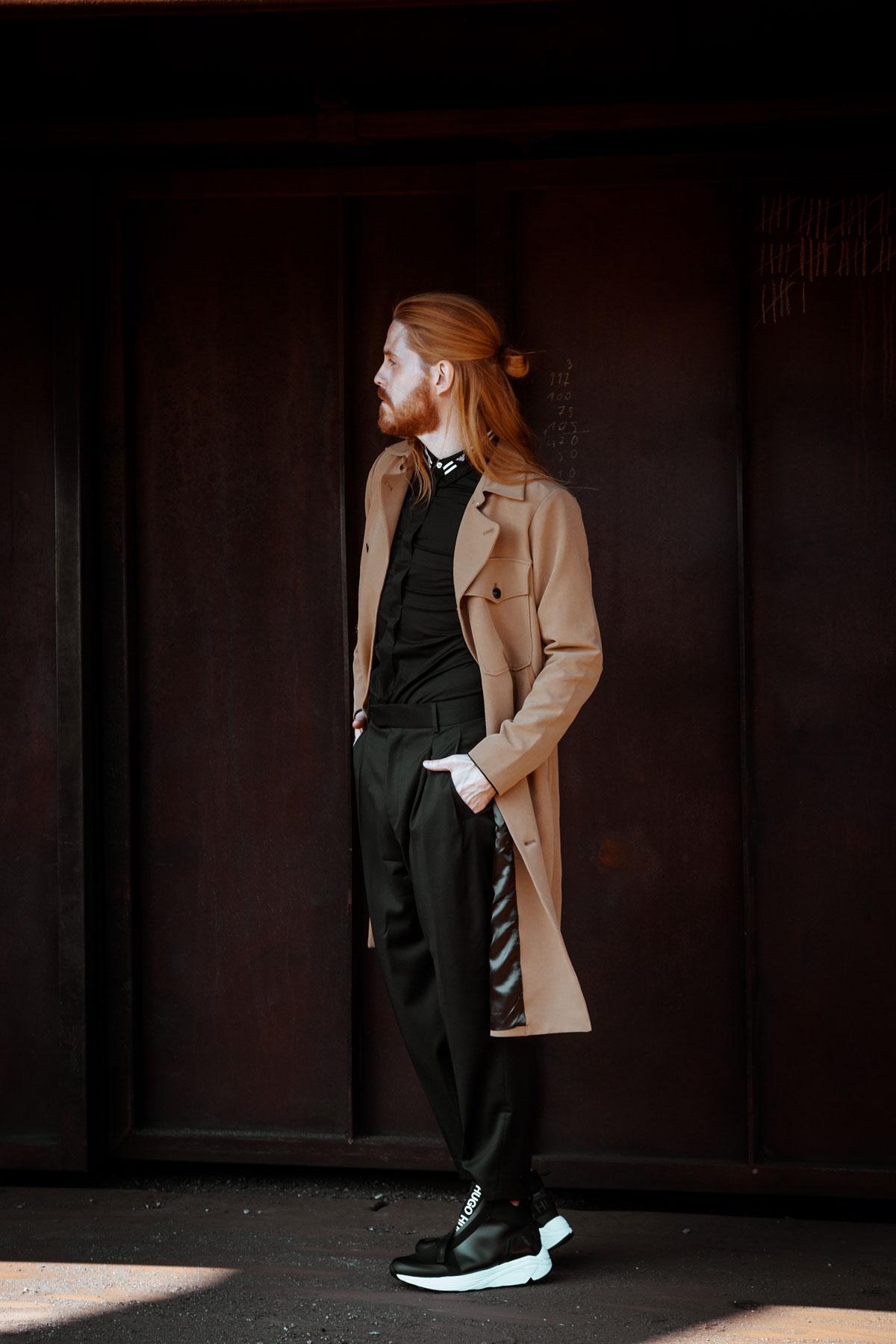 Trenchcoat-HUGO-Sneaker-Herbstlook-Malefashion-Modetrend-Style