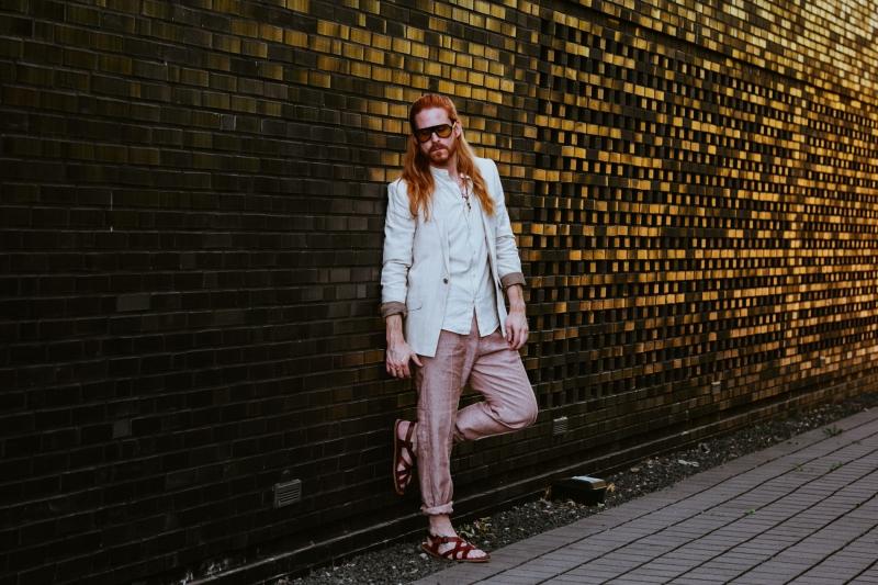 Boho-Style-Malefashion-Sakko-Leinenhose-Sandalen-Fashiontrend