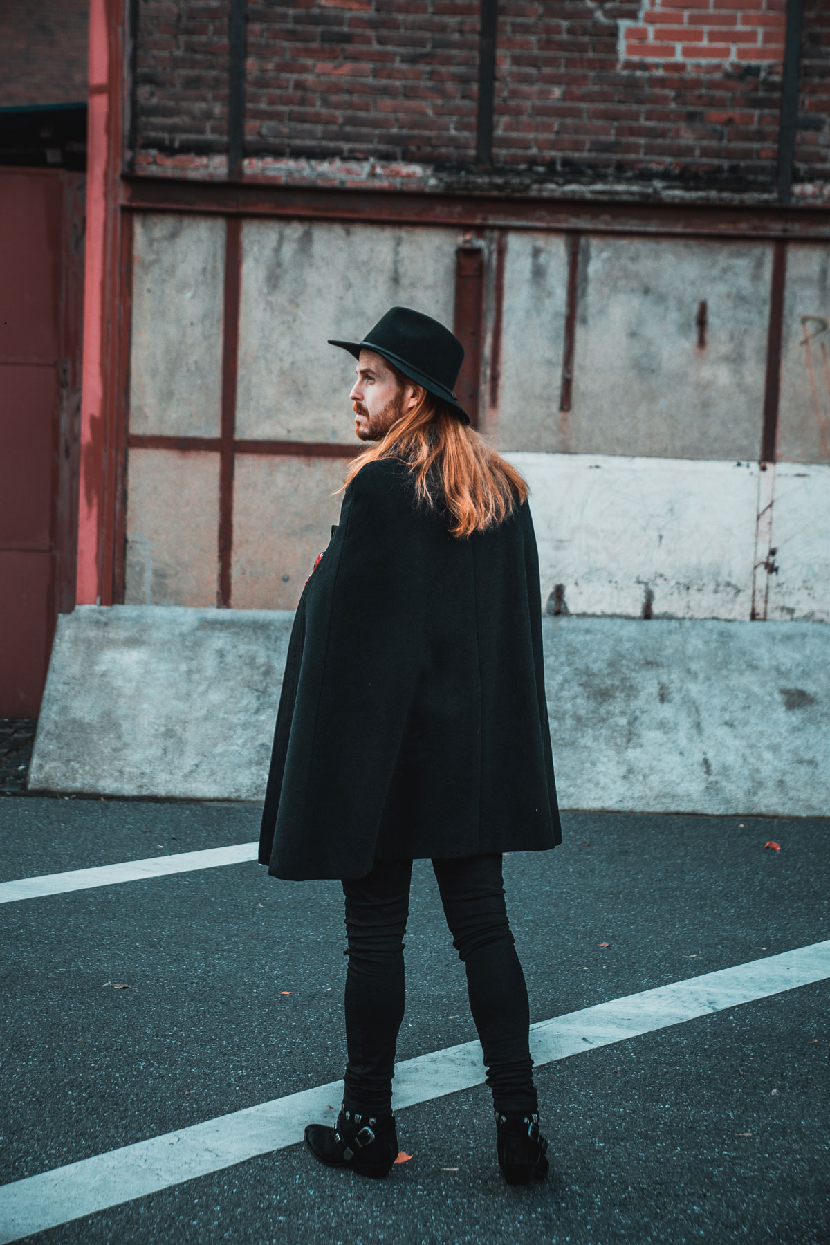 Malfashion-Blogger-Gaystyle-Boots-Cape-Bomberjacke-Silvester-Outfit
